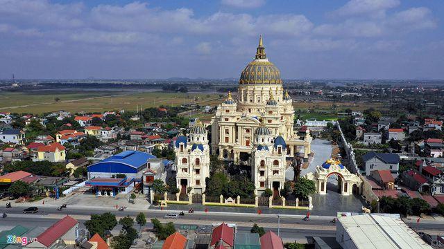 Choáng trước những siêu biệt thự dát vàng của giới nhà giàu Việt - 10