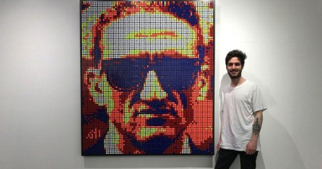 Chàng trai 24 tuổi kiếm hàng ngàn USD nhờ bán tranh từ… khối Rubik - 3