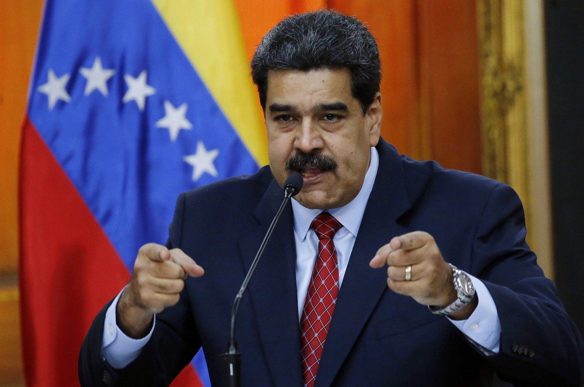 """Mỹ tính """"bơm"""" tiền vào Venezuela nếu Tổng thống Maduro từ chức"""