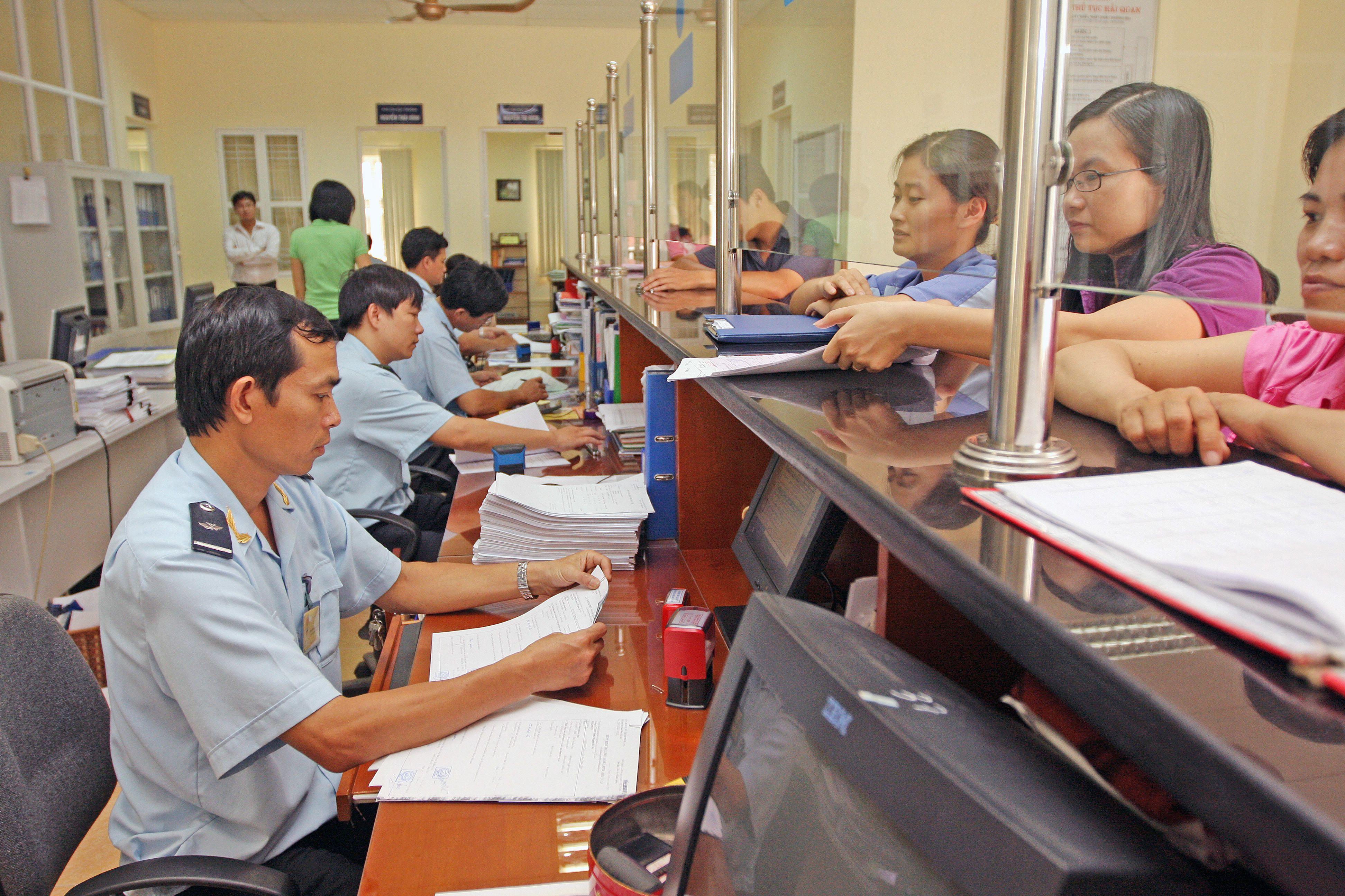 Lương cán bộ hải quan Hải Phòng đạt hơn 270 triệu đồng/người/năm