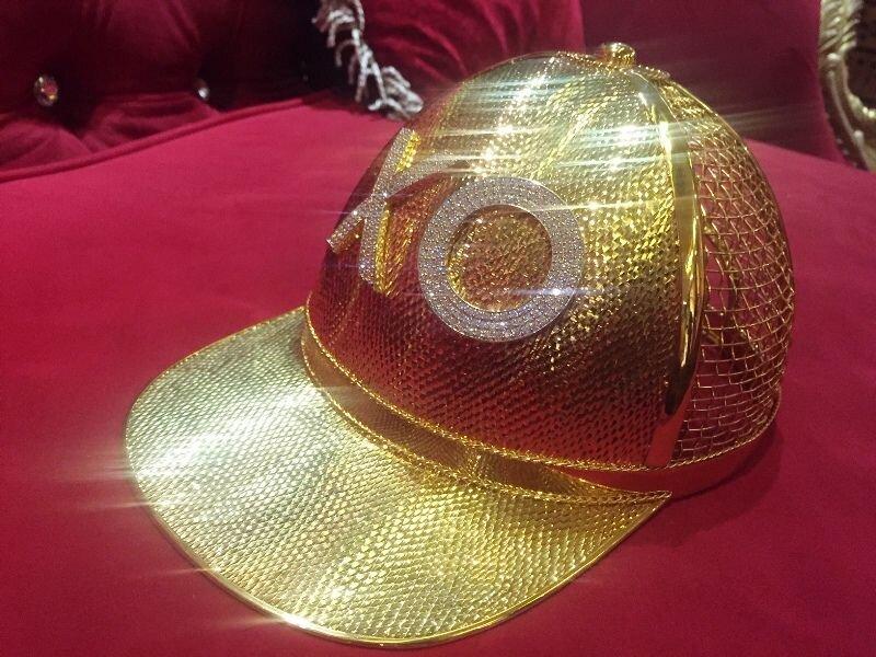 Mục sở thị chiếc nón vàng gần 1,85 tỷ đồng của đại gia Sài Gòn