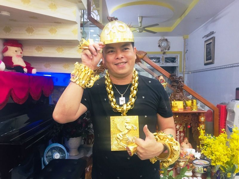 Phúc XO, người đeo nhiều vàng nhất Việt Nam vừa bị bắt giàu cỡ nào?