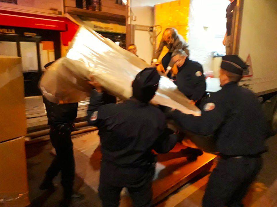 Cuộc chạy đua di dời cổ vật giữa đêm trong vụ cháy Nhà thờ Đức Bà Paris