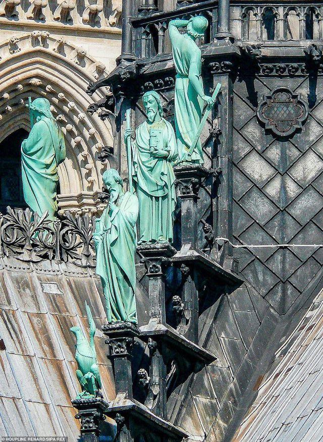 Cuộc chạy đua di dời cổ vật giữa đêm trong vụ cháy Nhà thờ Đức Bà Paris - 9