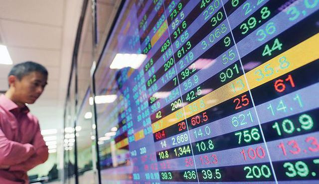 """Cổ phiếu Vingroup không """"cứu"""" được thị trường, VN-Index đột ngột mất hơn 10 điểm"""