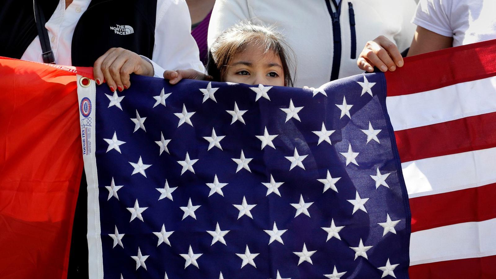 Người nhập cư Mỹ đóng thuế hàng tỷ đô la mỗi năm