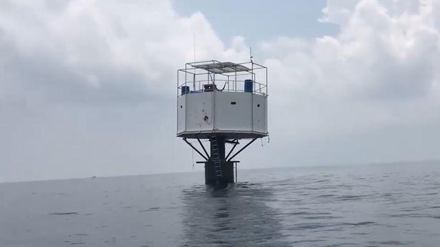 Chơi trội xây nhà nổi giữa biển Thái Lan, cặp đôi đối mặt với án tử hình - 1