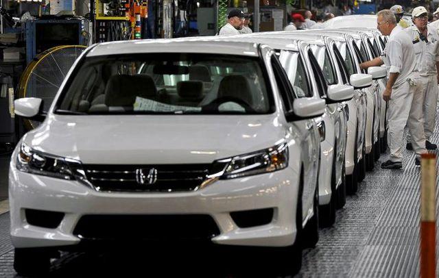 Ô tô đổ về nhiều, xe dưới 700 triệu đồng loạt giảm giá - 1