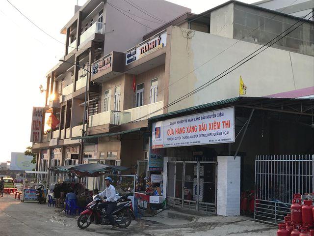 Quảng Ngãi: Thiếu xăng, nhiều phương tiện vận tải ở Lý Sơn đứng bánh - 1
