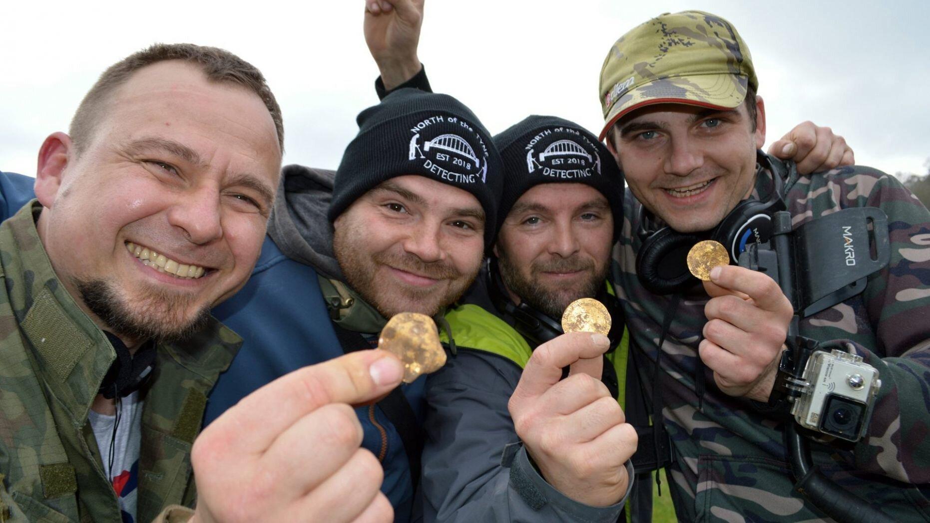 Đào được kho báu đầy tiền vàng từ thế kỷ 14 trị giá gần 5 tỷ đồng