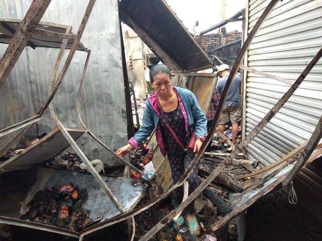 Chợ cháy ngùn ngụt lúc nửa đêm, tiểu thương bất lực đứng nhìn tài sản thành tro - 15