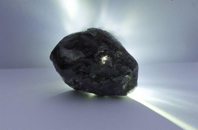 Đào được viên kim cương to hơn quả bóng tennis, lớn thứ 2 thế giới - 1