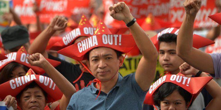 Trung Quốc dùng bẫy nợ để kiểm soát biển Đông?