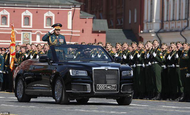"""Cận cảnh dàn limousine được mệnh danh """"Rolls-Royce mui trần"""" của nước Nga - 4"""
