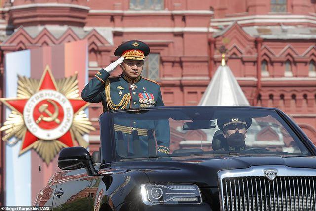 """Cận cảnh dàn limousine được mệnh danh """"Rolls-Royce mui trần"""" của nước Nga - 5"""