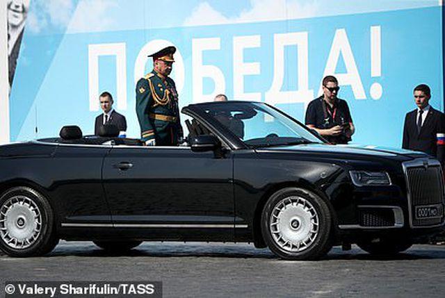 """Cận cảnh dàn limousine được mệnh danh """"Rolls-Royce mui trần"""" của nước Nga - 6"""