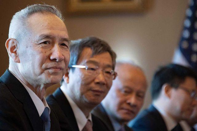 Vừa nối lại đàm phán, Mỹ tăng gấp đôi thuế với 200 tỷ USD hàng Trung Quốc - 1