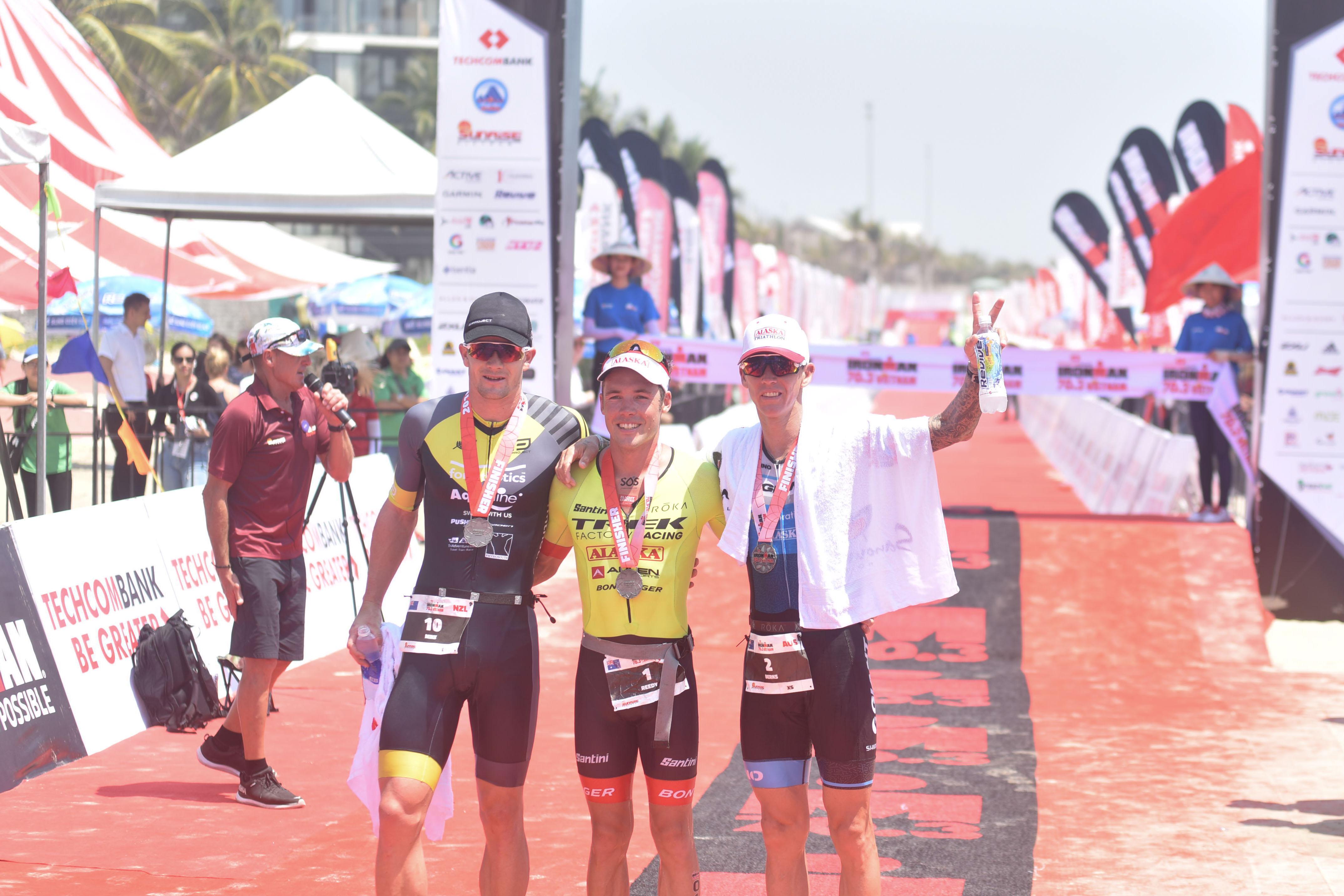 Patrick Lange và Holly Lawrence giành chiến thắng thuyết phục giữa các vận động viên chuyên nghiệp tại Ironman 70.3 vô địch Châu Á - Thái Bình Dương
