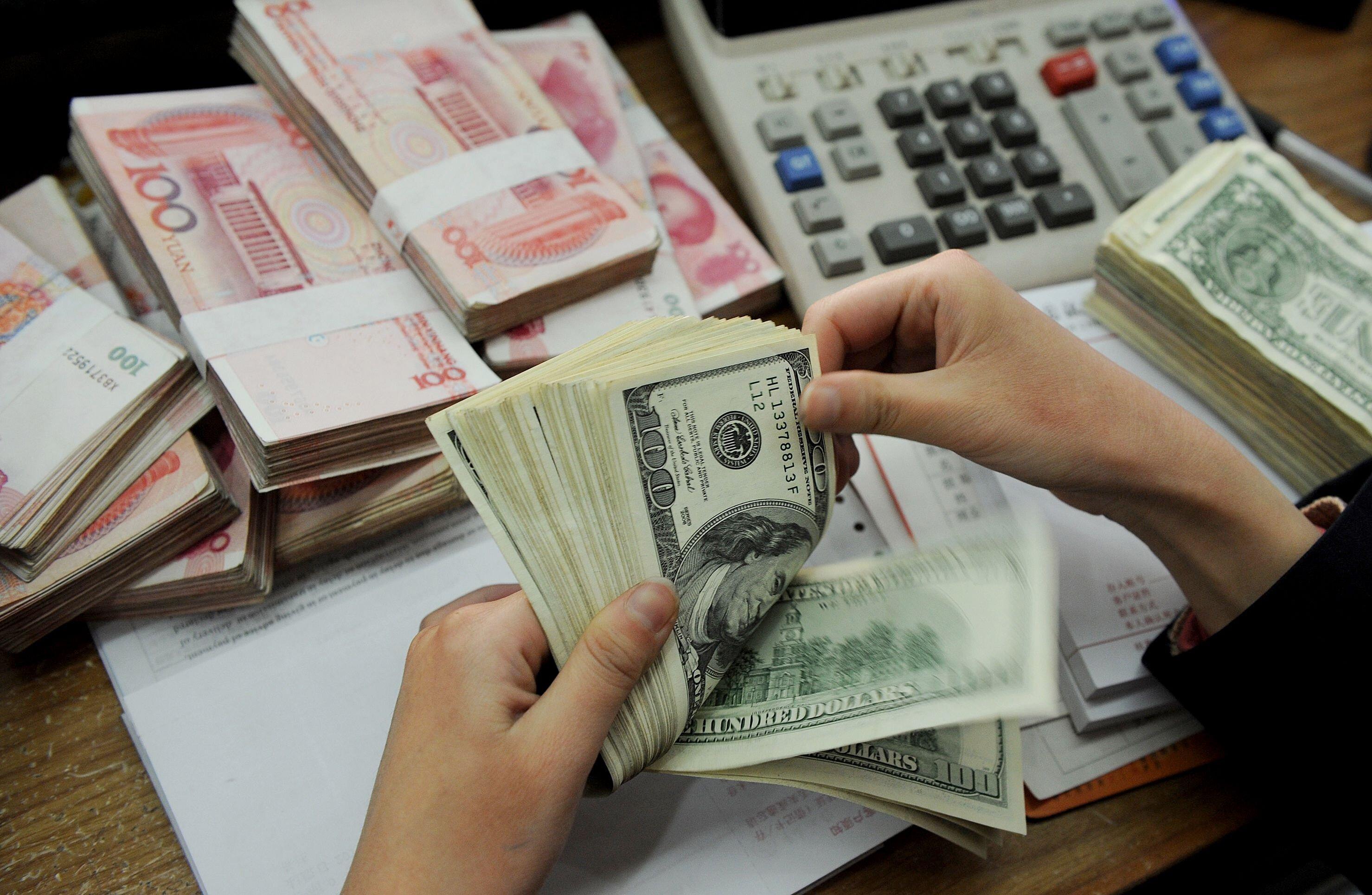 """Trung Quốc phá giá nhân dân tệ: Tiền Việt Nam chịu """"sức ép"""" lớn"""