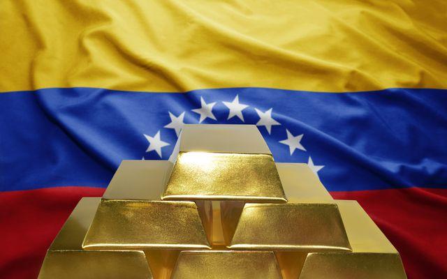 Bất chấp lệnh trừng phạt, Venezuela lại bán chui gần 14 tấn vàng - 1