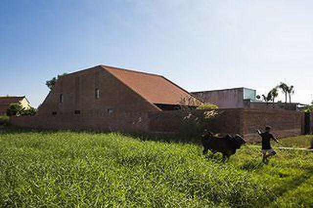 Ngôi nhà gạch ở Long An đẹp khó tin, nổi bật trên báo ngoại - 1