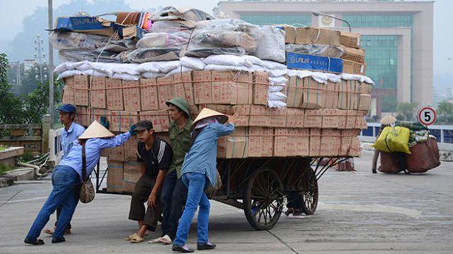 Hải quan lệnh điều tra, chặn hàng Trung Quốc đội lốt hàng Made in Vietnam - 1