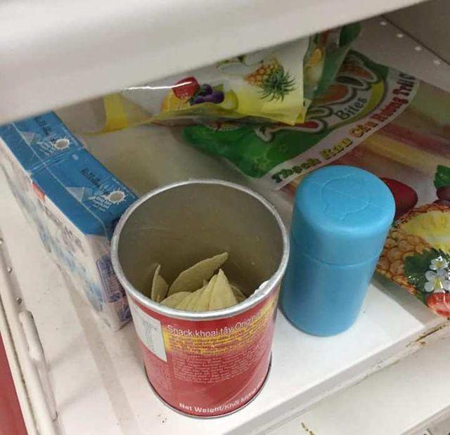"""Nhân viên Auchan """"ngán ngẩm"""" nhìn khách bóc bánh kẹo, nước ngọt ăn uống tại chỗ - 2"""
