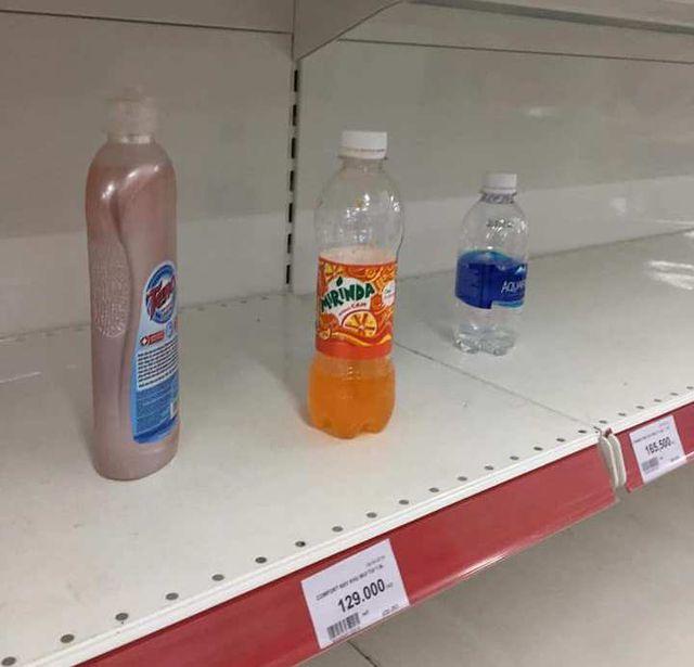 """Nhân viên Auchan """"ngán ngẩm"""" nhìn khách bóc bánh kẹo, nước ngọt ăn uống tại chỗ - 4"""