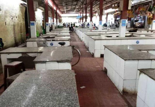 """Chính quyền thông báo cấm, hàng trăm sạp thịt lợn tại chợ """"gác thớt"""""""