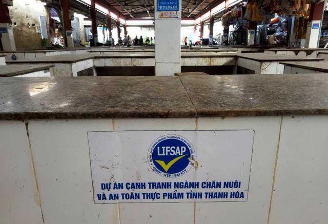 """Chính quyền thông báo cấm, hàng trăm sạp thịt lợn tại chợ """"gác thớt"""" - 6"""