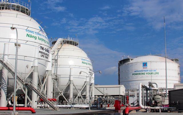 Một công ty dầu khí bị phong toả tài khoản tại 7 ngân hàng vì nợ thuế - 1