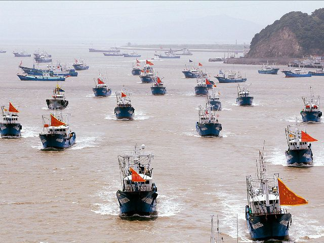 Philippines cáo buộc Trung Quốc phá san hô, đánh bắt ngao nguy cơ tuyệt chủng - 1