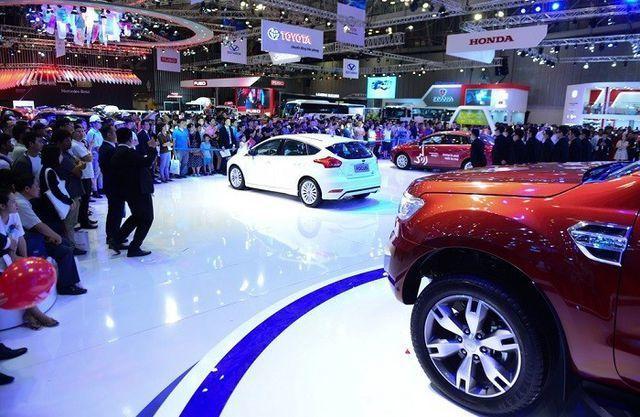 Doanh số xe trong nước suy thoái, ông lớn Toyota Việt Nam ôm hận - 5