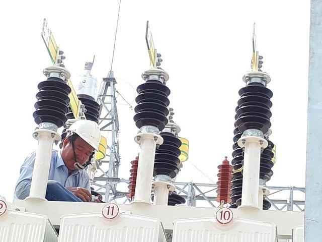 5.000 đồng/kWh, nguy cơ có tiền không mua được điện để dùng - 1