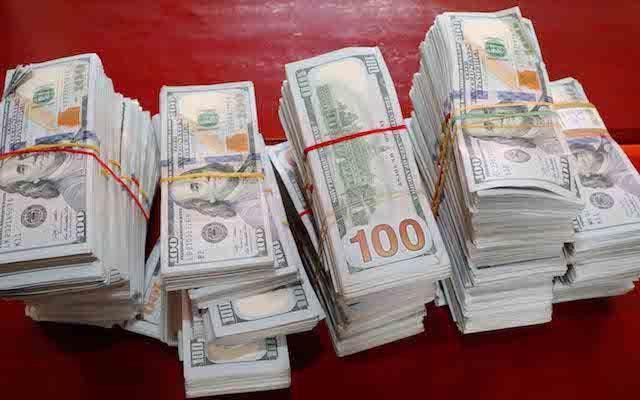 Bịch tiền 11 tỷ đồng bỏ rơi bên bờ kênh, gần 1 tháng không ai nhận - 1