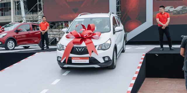 """Xe Việt """"khó đấu"""" được xe miễn thuế, siêu xe giá khủng về tay đại gia Sài Gòn - 3"""