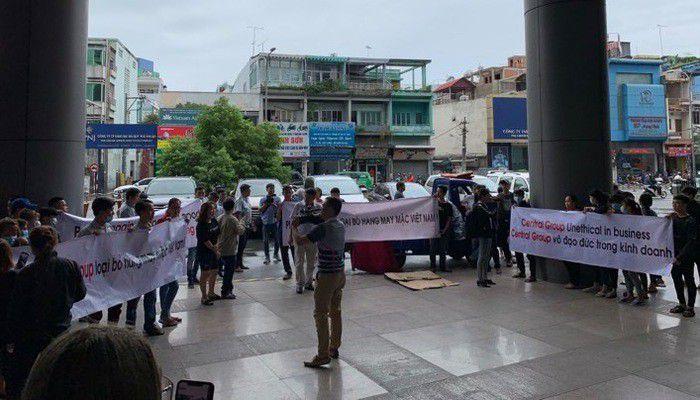 Big C bất ngờ dừng nhập hàng may mặc, doanh nghiệp Việt cần làm gì?