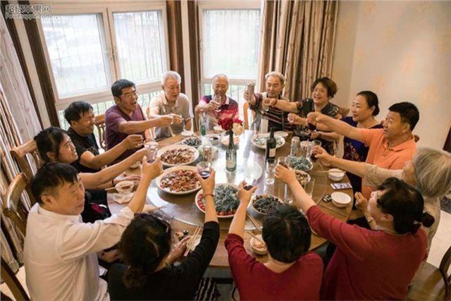 Hội bạn thân lớn tuổi tự thuê biệt thự để sống cùng nhau đến cuối đời! - 2