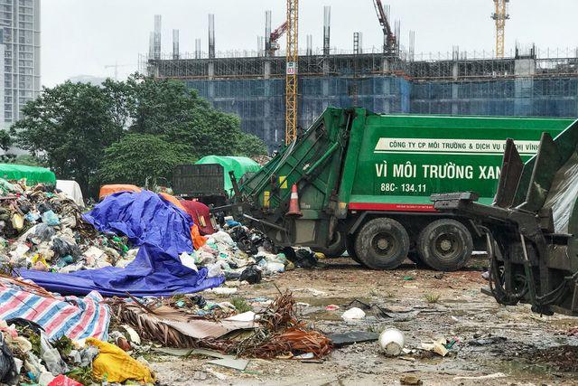 Hà Nội ngổn ngang rác thải sau sự cố bãi rác Nam Sơn bị chặn đường - 5