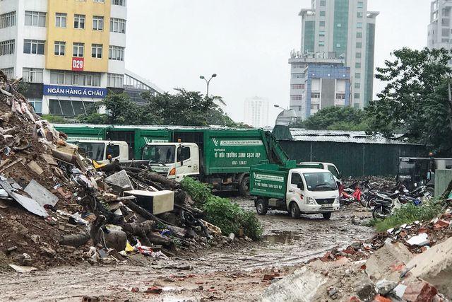 Hà Nội ngổn ngang rác thải sau sự cố bãi rác Nam Sơn bị chặn đường - 6