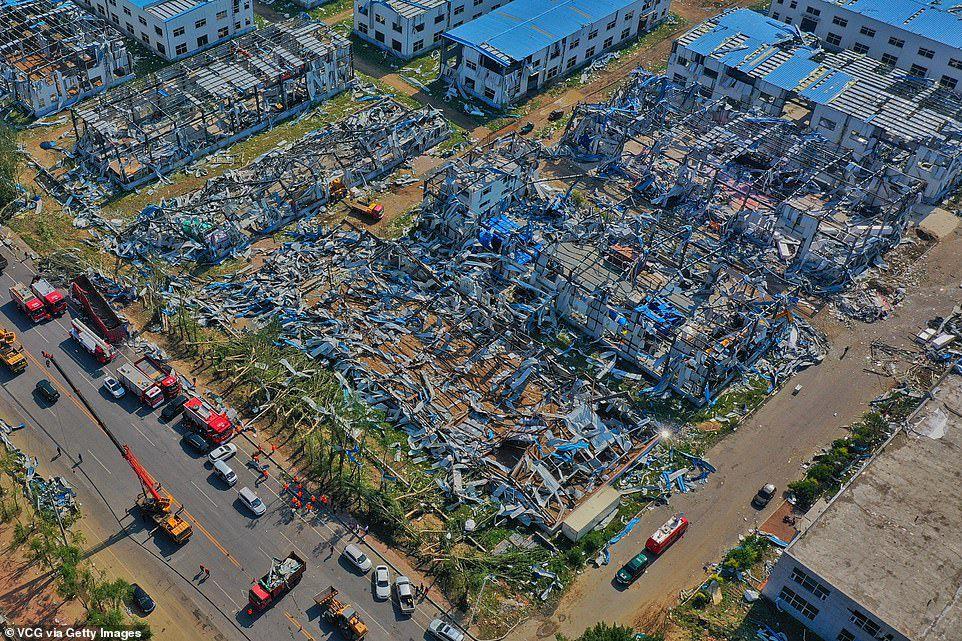 """Thành phố Trung Quốc đổ nát như """"ngày tận thế"""" sau khi vòi rồng càn quét"""