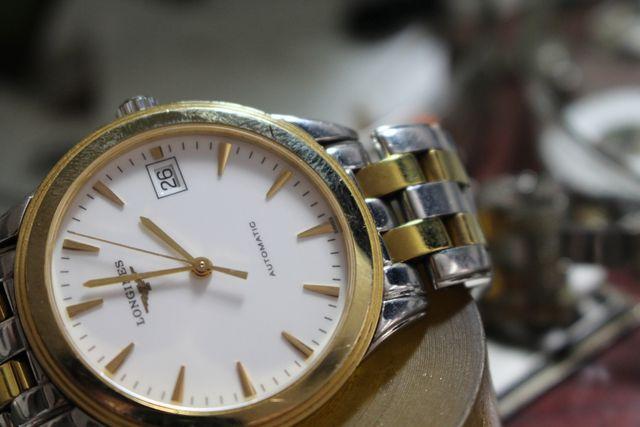 Phát hiện hơn 400 chiếc đồng hồ có dấu hiệu giả mạo Citizen, Tissot, Longines… - 1