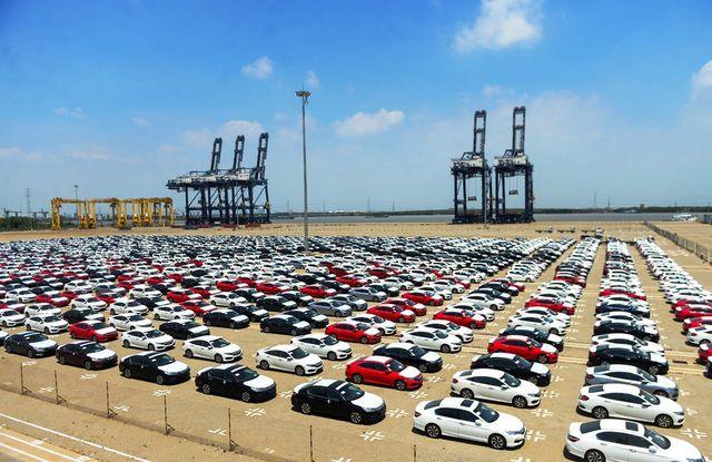 """Nhập khẩu """"ô tô con"""" tăng mạnh, hải quan thu thêm hàng ngàn tỷ đồng - 1"""