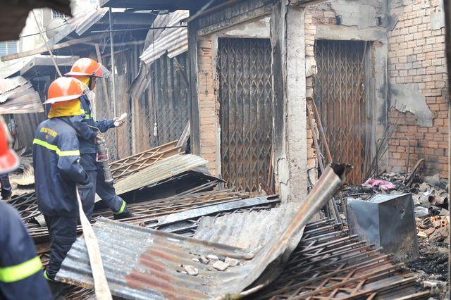 Vụ cháy chợ thiêu rụi 45 ki ốt: Trên 10 tỷ đồng ra tro - 4
