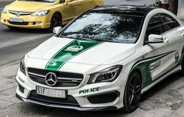 Xe sang bị từ chối đăng kiểm vì tự ý dán logo cảnh sát Dubai - 1