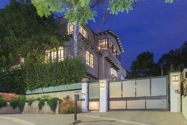Bên trong căn nhà tại kinh đô điện ảnh Hollywood của nữ ca sĩ giàu nhất thế giới Rihanna - 2
