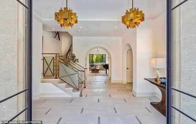 Bên trong căn nhà tại kinh đô điện ảnh Hollywood của nữ ca sĩ giàu nhất thế giới Rihanna - 3