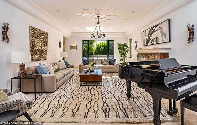 Bên trong căn nhà tại kinh đô điện ảnh Hollywood của nữ ca sĩ giàu nhất thế giới Rihanna - 4
