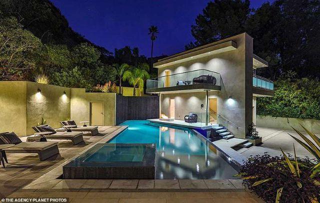 Bên trong căn nhà tại kinh đô điện ảnh Hollywood của nữ ca sĩ giàu nhất thế giới Rihanna - 6