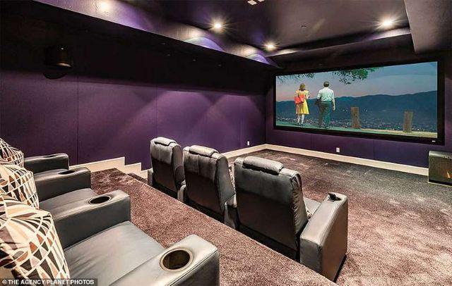Bên trong căn nhà tại kinh đô điện ảnh Hollywood của nữ ca sĩ giàu nhất thế giới Rihanna - 8